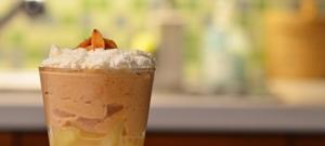 Karamelovo-mandľový pohár