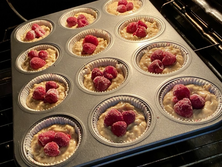Jabĺčkové muffiny sarašidovým maslom