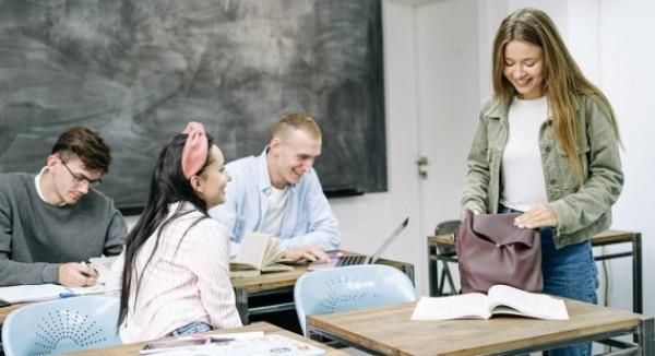 Od pondelka nastúpia do škôl stredoškoláci z ďalších 4 okresov