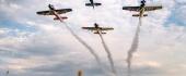 Let dolu hlavou: Vyhrajte zážitok s Flying Bulls Aerobatics Team